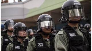 前線警員刻意隱藏自己身份執法引發爭議。