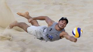 New-Zealand's-Ben-O'Dea-dives-for-the-ball