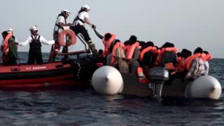 Aquarius crew rescuing migrants, 10 Jun 18