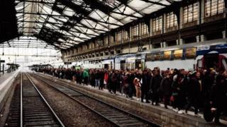Chaque jour par 4,5 millions de Français utilisent les services de la SNCF.