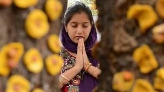 भारतात आज अनेक मंदिरांत महिलांना प्रवेशबंदी आहे.