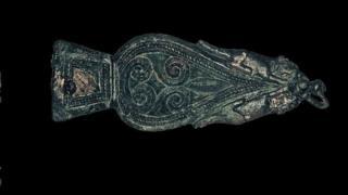 Roman buckle