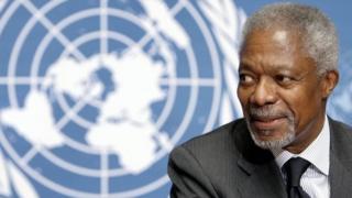 United Nations (UN) Secretary General Kofi Annan smiles in front of UN logo at a press conference 21 November 2006
