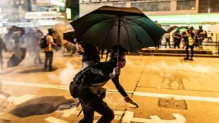 Người biểu tình Hong Kong đụng độ với cảnh sát đêm thứ Sáu 6/9/2019