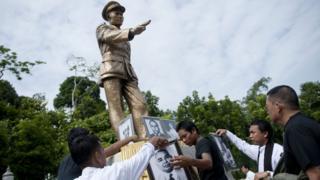 Tượng Tướng Aung San