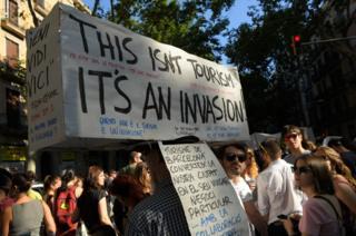 Демонстрация против массового туризма в Барселоне 10 июня 2017 года