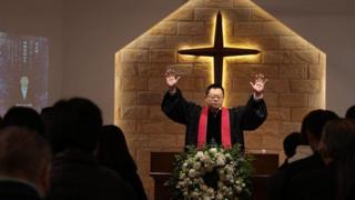 """Wang Yi là một vị mục sư nổi tiếng thẳng thắn của một nhà thờ """"không được thừa nhận"""" có tầm ảnh hưởng lớn ở Trung Quốc"""