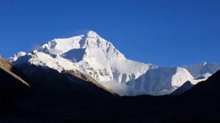 11 тонн мусора собрали на Эвересте