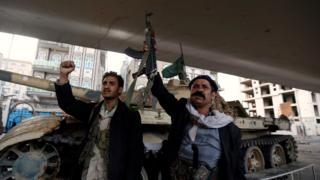 Rebeldes hutis após o anúncio da morte do ex-presidente Saleh