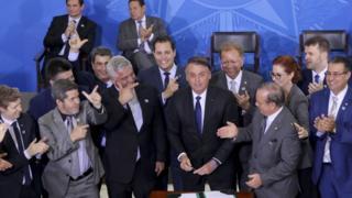 Bolsonaro durante assinatura de decreto que flexibiliza regras para porte de armas