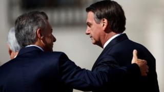 Bolsonaro (à dir) com Mauricio Macri
