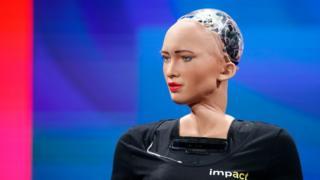 İnsana en çok benzeyen robot Sophia