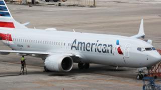 Indege 737 Max 8 yegukira ikompanyi American Airlines yarahagaritswe ku kibuga c'indege ca Miami muri leta ya Florida