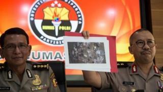 Juru bicara polisi, Irjen Setyo Wasisto, menjelaskan temuan-temuan sementara tentang serangan Kampung Melayu.
