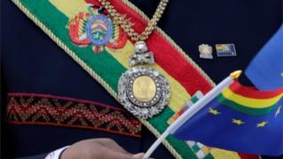 Banda y medalla presidencial boliviana.