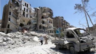Building in rubble in Qadi Askar district of Aleppo (7 July)