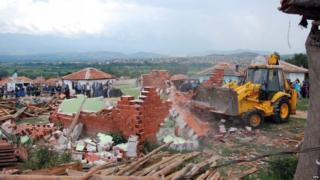 Demolition of four houses in Garmen (29 June)