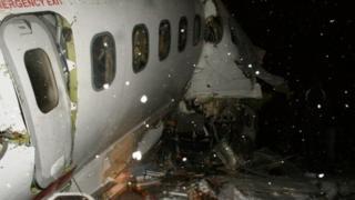Amajjii 9 xiyyaarri Iraan 'Boeing 727' magaalaa Orumiyeh keessatti caccabuun namoota xiyyaaricha keessa turan 100 keessaa 77 du'an.