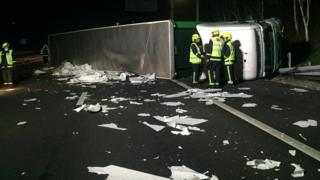 Overturned lorry on M3