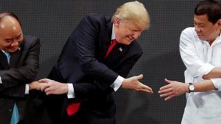 Rais wa Marekani Donald Trump amesema kuwa ana uhusiano mzuri na kiongozi wa Phillipino Rodrigo Durtete bada ya mkutano kati ya viongozi hao.