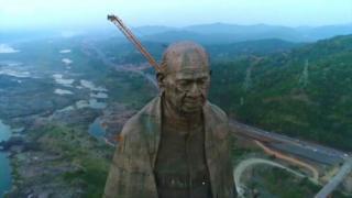 estátua na índia