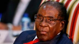 L'ancien président du Zimbabwe Robert Mugabe a visité un hôpital privé de Singapour mercredi.