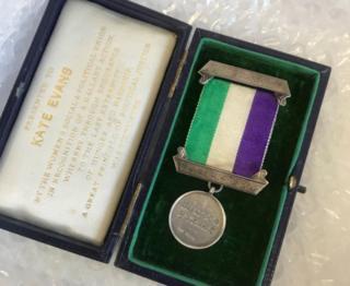 Medal Kate Evasn