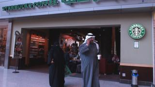 """Глобализация затронула и повседневную жизнь столицы Кувейта - сюда пришел """"Старбакс"""""""