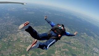 Стрибок із парашутом