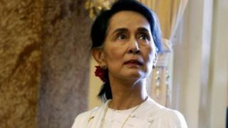 آنگ سان سوچی به خاطر سرکوب خشونت آمیز مسلمانان روهینگیا به وسیله ارتش میانمار مورد انتقاد قرار گرفته است