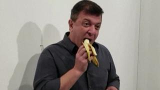David Datuna devours the banana art