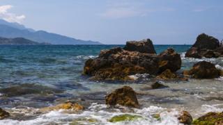Mar frente a la isla griega de Samos