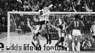Argentina celebra contra Perú.