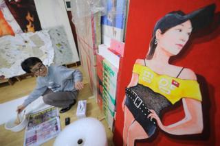 Song Byeok en su estudio el 24 de enero de 2011.