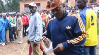 Rais Nkurunziza amepiga kura yake kituoni ECOFO Buye, tarafani Mwumba, Mkoa wa Ngozi