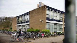 Hollanda'da bir okulun bahçesi