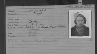 Beryl Wickings prisoner registration card.