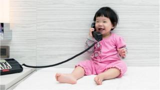 兒童和電話