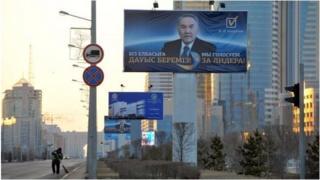 Назарбаев постсоветтик мейкиндиктеги өлкөлөрдүн башчыларынын ичинде эң узак бийликте турган президент болуп эсептелет