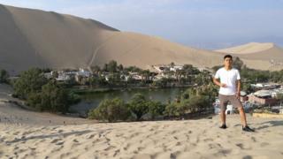 Danfer Meza Castro frente a un oasis