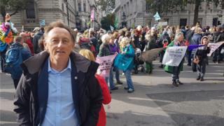 Extinction Rebellion: Former police chief criticises terror guide