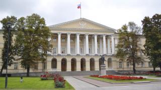 Смольный дворец в Санкт-Петербурге