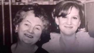 Sue Westhead y su madre