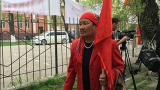 """""""Ата Мекен"""" партиясынын лидери Өмүрбек Текебаевдин тарапташтары"""