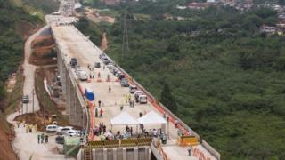 Obras da estrada que liga o Vale do Paraíba ao Litoral Norte de São Paulo