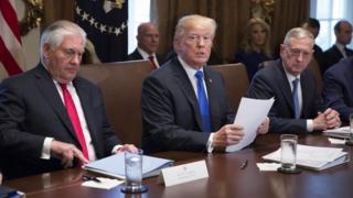 أدلى الرئيس الأمريكي، دونالد ترامب، بتهديداته أثناء ترؤسه اجتماعا لأعضاء حكومته