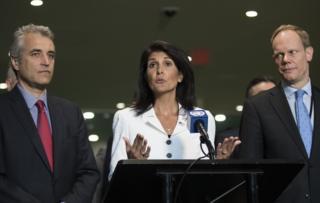 نیکی هیلی، نماینده آمریکا در سازمان ملل به همراه نمایندگان بریتانیا و فرانسه در سازمان ملل