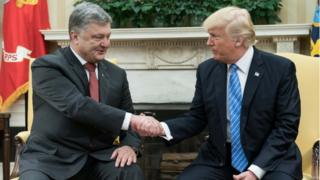Poroshenko shakes hands with Trump