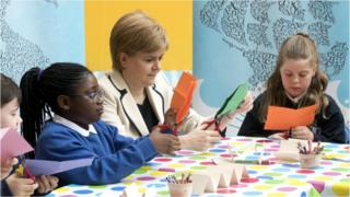Nicola Sturgeon and school pupils