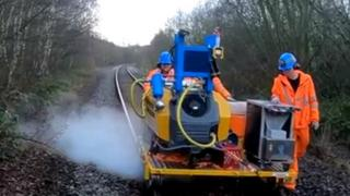 Dry ice method of cleaning leaves off railway lines